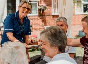 care-home-nottingham-outdoor-visiting-lidder-care