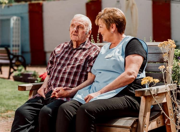 elderly-residential-care-outdoor-space-nottingham-lidder-care