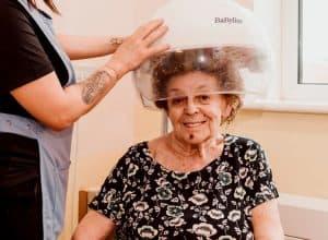 hairdressing-visits-social-care-home-lidder-care