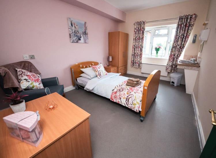 nursing-home-lowmoor-residential-dementia-comfortable-rooms-nottingham-dsc_7965